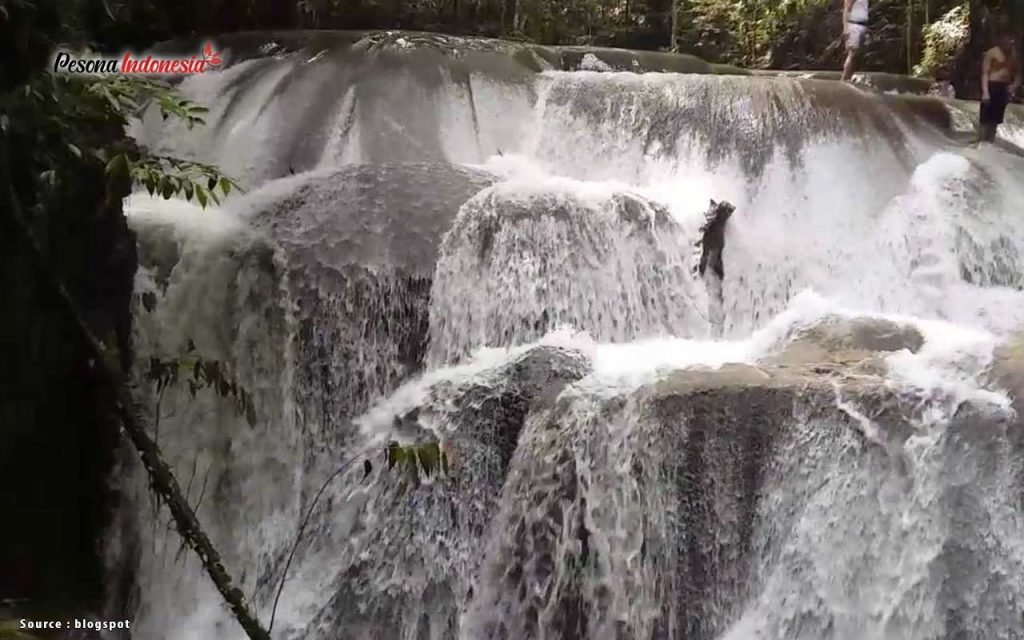 Air Terjun Lumoli